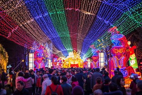 观彩灯品文化  博物馆里过新年