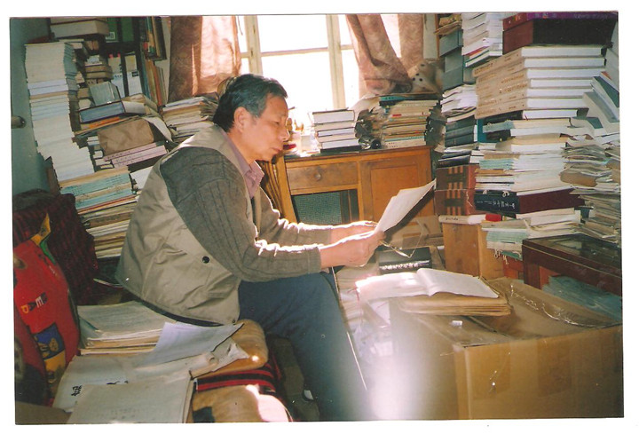 杨升南先生在北京家中工作情景_副本.jpg